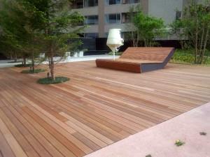 天然木ウッドデッキの施工例